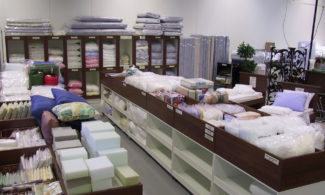 Factory outlet of Vormu. Bedding items in the selves.