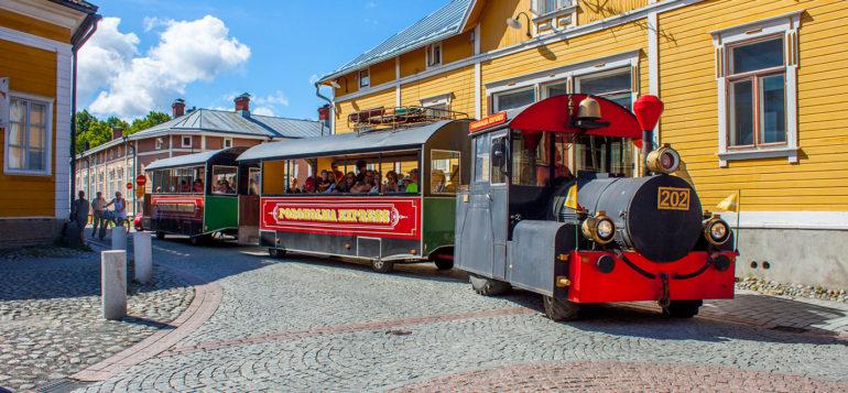 Kake kaupunkijuna Vanhassa Raumassa