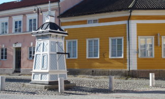 Rauma Art Museum and a well in Hauenguano.