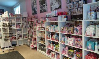 Shop Iloinen Ihmemaa. Products on the selves.