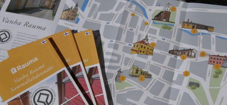 Vanha Rauma ja Sammallahdenmäki -karttaesitteitä