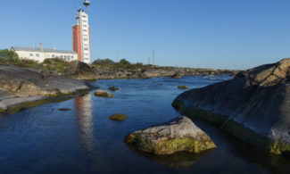 Kylmäpihlaja lighthouse, rocks and water