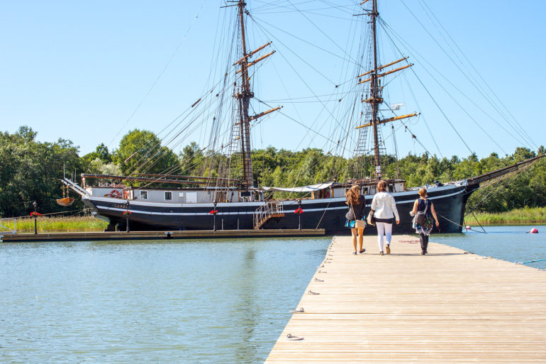 Sailing ship Gerda and people on the pier.