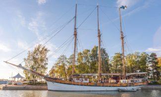 Sailing ship Kathrina in Poroholma harbour
