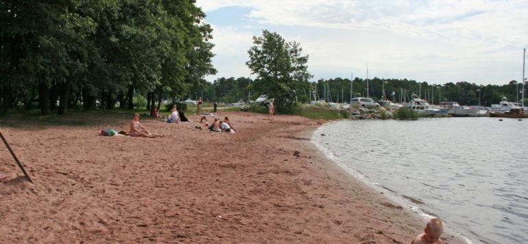 Saharanta beach in Syväraumanlahti bay.